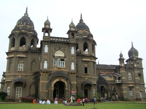 kolhapur_new_palace_another_angle